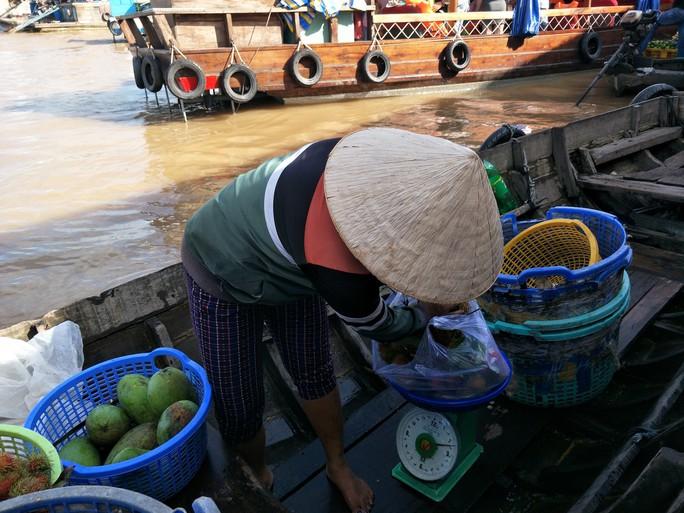 Lễ 2-9, chợ nổi Cái Răng, Làng Du lịch Mỹ Khánh chật kín người - Ảnh 17.