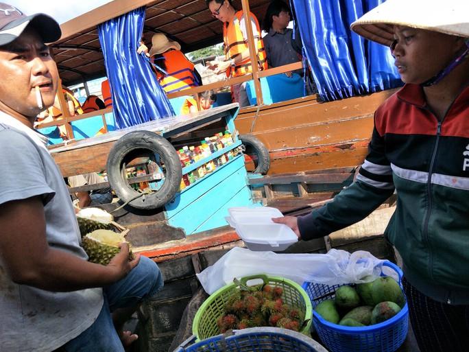 Lễ 2-9, chợ nổi Cái Răng, Làng Du lịch Mỹ Khánh chật kín người - Ảnh 15.