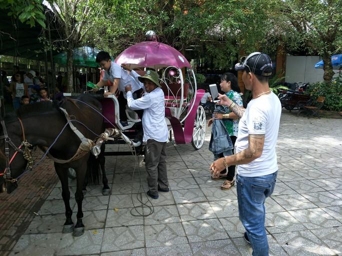 Lễ 2-9, chợ nổi Cái Răng, Làng Du lịch Mỹ Khánh chật kín người - Ảnh 29.