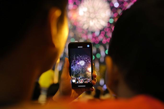Clip: Người dân TP HCM hào hứng với pháo hoa mừng Quốc khánh - Ảnh 5.