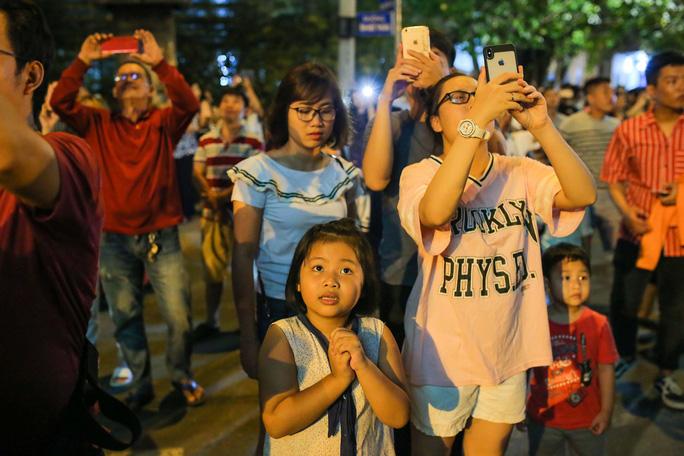 Clip: Người dân TP HCM hào hứng với pháo hoa mừng Quốc khánh - Ảnh 12.