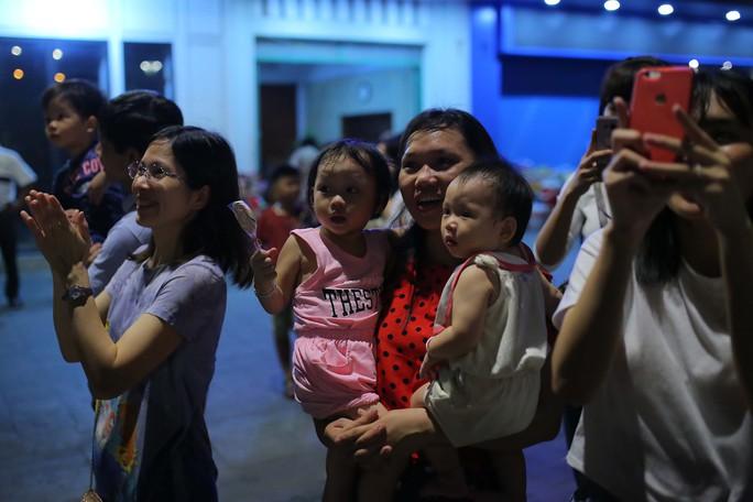 Clip: Người dân TP HCM hào hứng với pháo hoa mừng Quốc khánh - Ảnh 14.