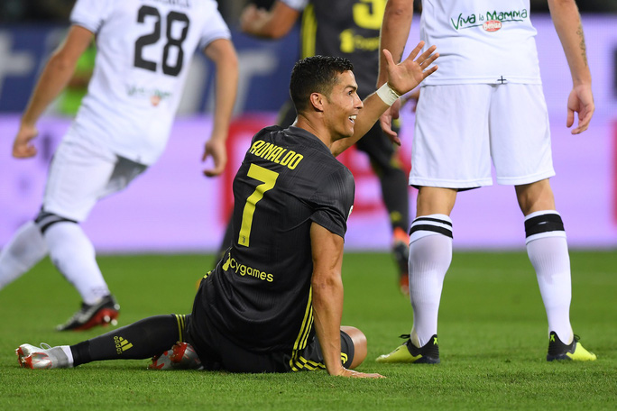 Những sắc thái tịt ngòi của Ronaldo ngày Juventus toàn thắng - Ảnh 2.