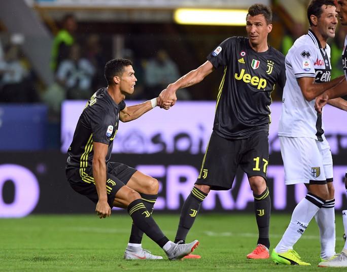 Những sắc thái tịt ngòi của Ronaldo ngày Juventus toàn thắng - Ảnh 7.