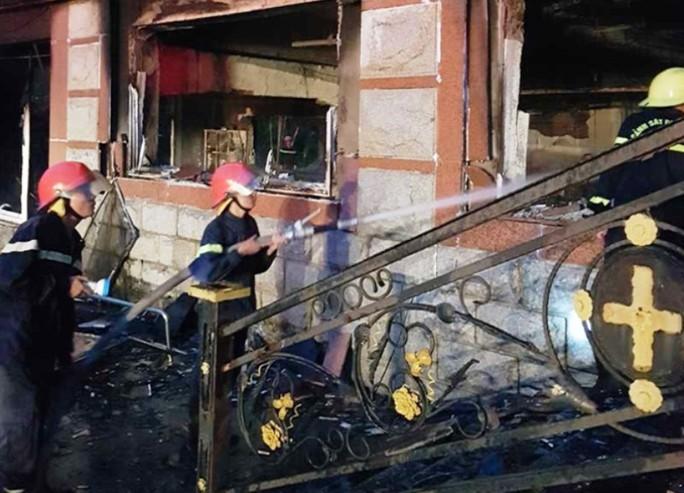 Cháy lớn nhà điều hành sân golf cao 6 tầng, thiệt hại 20,7 tỉ đồng - Ảnh 2.