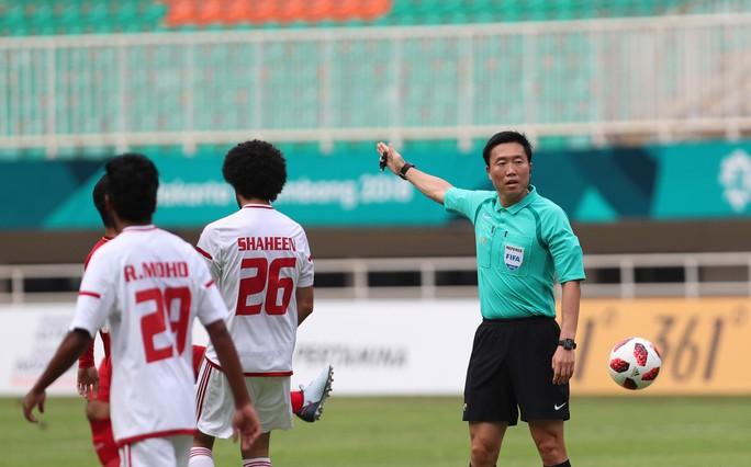 Trọng tài Hàn Quốc bắt trận tranh HCĐ bị chỉ trích ở quê nhà - Ảnh 1.