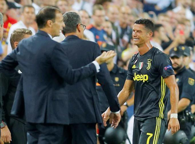 Thẻ đỏ cho Ronaldo là đúng! - Ảnh 1.