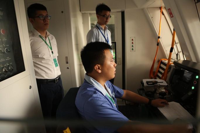 Cận cảnh lăn bánh chạy thử 5 đoàn tàu đường sắt trên cao Cát Linh-Hà Đông - Ảnh 9.