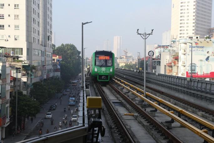 Cận cảnh lăn bánh chạy thử 5 đoàn tàu đường sắt trên cao Cát Linh-Hà Đông - Ảnh 11.