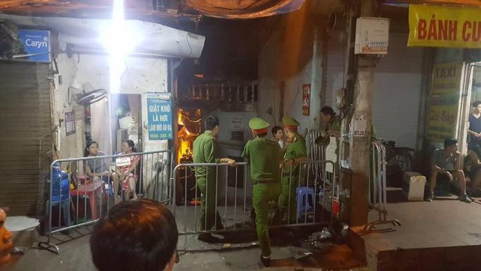 Nghi có người chết cháy trong vụ hỏa hoạn sát BV Nhi Trung ương - Ảnh 1.