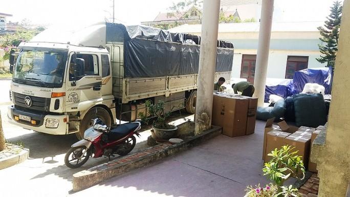 Bắt giữ lô hàng lậu ẩn mình trong xe tải - Ảnh 2.