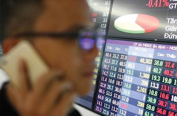 Một cá nhân sử dụng 32 tài khoản để thao túng giá cổ phiếu - Ảnh 1.