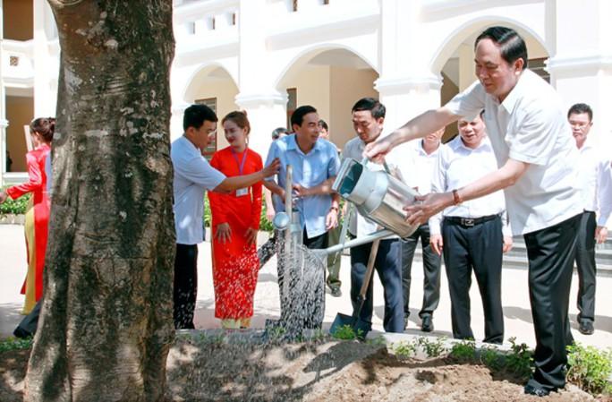 Những hình ảnh đẹp, gần gũi của Chủ tịch nước Trần Đại Quang với mái trường xưa - Ảnh 9.