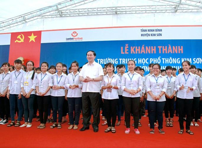 Những hình ảnh đẹp, gần gũi của Chủ tịch nước Trần Đại Quang với mái trường xưa - Ảnh 6.