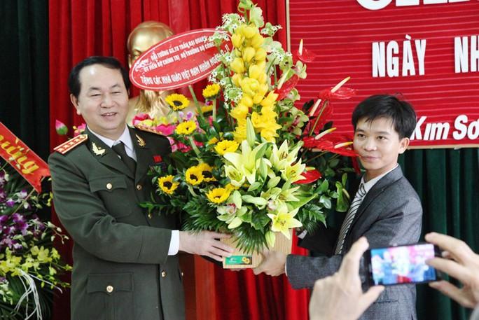 Những hình ảnh đẹp, gần gũi của Chủ tịch nước Trần Đại Quang với mái trường xưa - Ảnh 10.