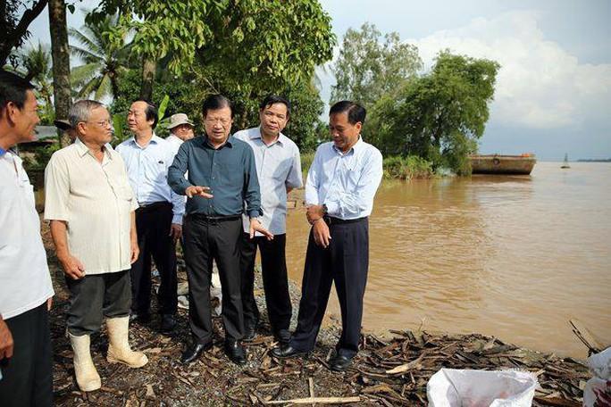 Phó Thủ tướng thị sát, chỉ đạo ứng phó lũ ở Đồng bằng sông Cửu Long - Ảnh 1.