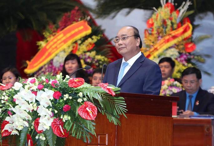 Thủ tướng Nguyễn Xuân Phúc gặp gỡ đại biểu dự Đại hội XII Công đoàn Việt Nam - Ảnh 1.