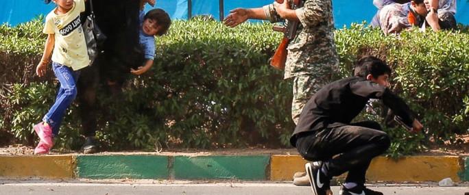 Iran tố Mỹ dính tới vụ xả súng đẫm máu ở lễ diễu binh - Ảnh 1.