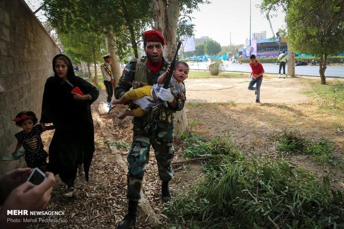Iran tố Mỹ dính tới vụ xả súng đẫm máu ở lễ diễu binh - Ảnh 3.
