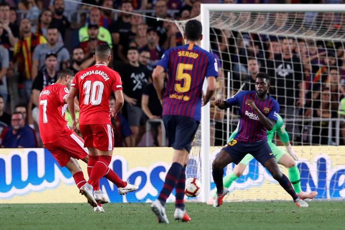 Trọng tài bẻ còi vì VAR, Barcelona suýt trắng tay trước Girona - Ảnh 5.