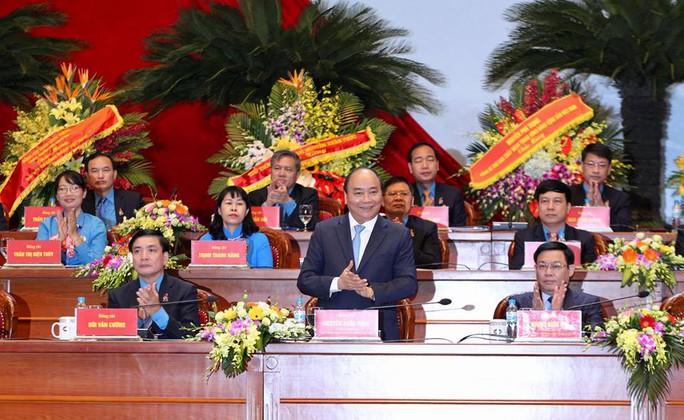 Thủ tướng Nguyễn Xuân Phúc gặp gỡ đại biểu dự Đại hội XII Công đoàn Việt Nam - Ảnh 2.