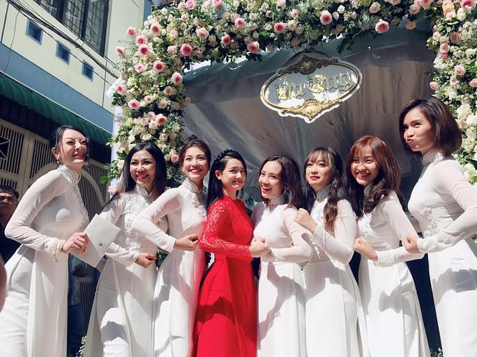 Đám cưới Trường Giang- Nhã Phương thu hút công chúng - Ảnh 3.