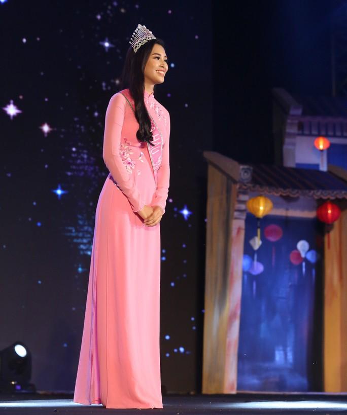 Hoa hậu Trần Tiểu Vy vui trung thu cùng trẻ em Quảng Nam - Ảnh 3.