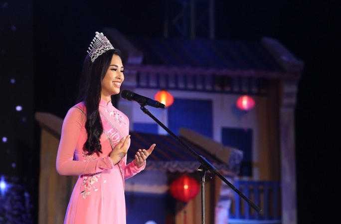 Hoa hậu Trần Tiểu Vy vui trung thu cùng trẻ em Quảng Nam - Ảnh 9.