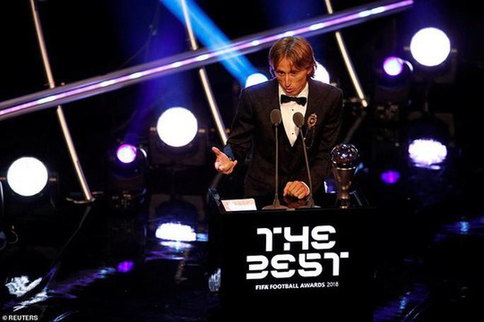 Ronaldo và Messi bị chỉ trích vì không dự lễ trao giải The Best - Ảnh 2.