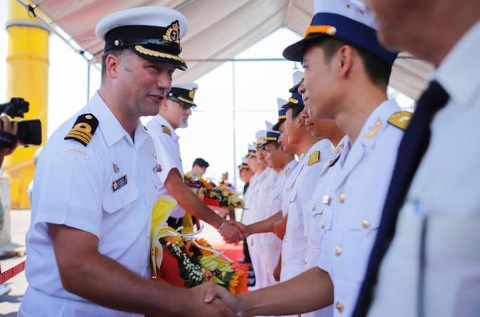 Tàu Hải quân Hoàng gia Canada thăm Đà Nẵng - Ảnh 1.