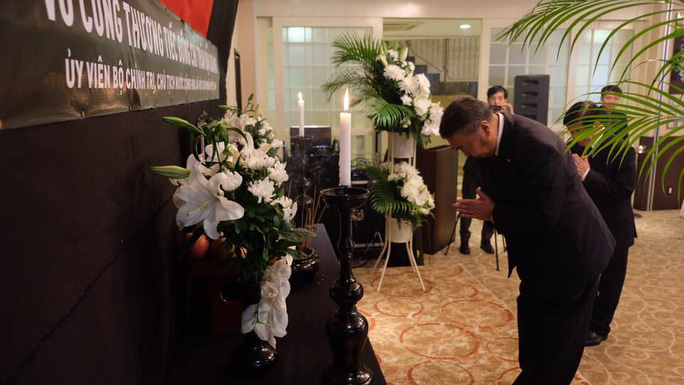 Lãnh đạo nước ngoài đến Đại sứ quán viếng Chủ tịch nước Trần Đại Quang - Ảnh 9.