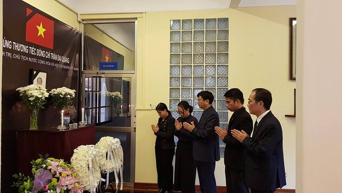 Lãnh đạo nước ngoài đến Đại sứ quán viếng Chủ tịch nước Trần Đại Quang - Ảnh 15.