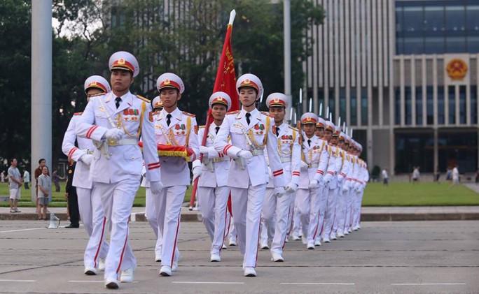 Toàn cảnh Lễ treo cờ rủ Quốc tang Chủ tịch nước Trần Đại Quang - Ảnh 2.