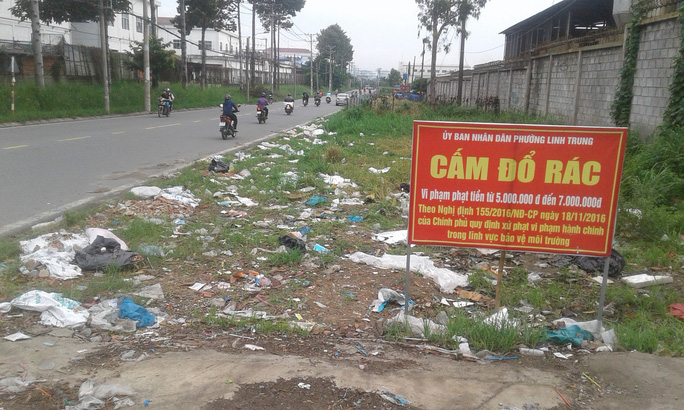Con đường của những bãi rác tự phát - Ảnh 1.