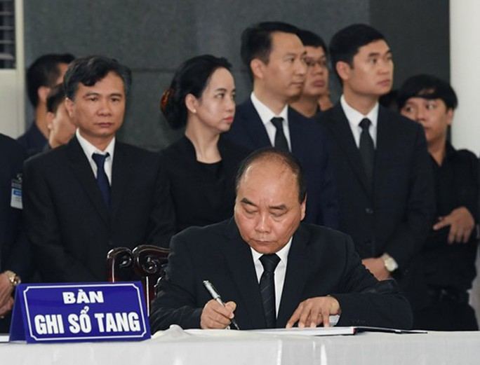 Lãnh đạo Đảng, nhà nước viết gì trong sổ tang Chủ tịch nước Trần Đại Quang? - Ảnh 2.