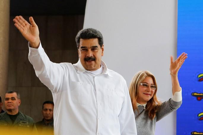 Mỹ giáng đòn trừng phạt mới lên Đệ nhất phu nhân Venezuela - Ảnh 2.