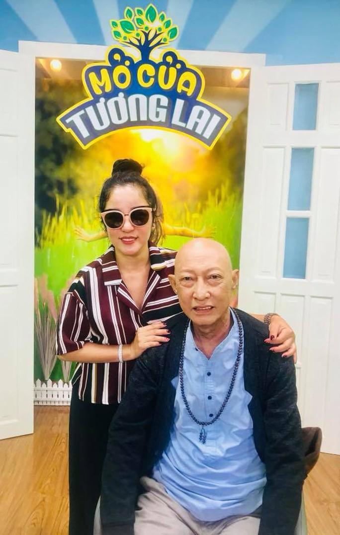 Nghệ sĩ Lê Bình quên bệnh tật, tham gia Mở cửa tương lai  - Ảnh 1.