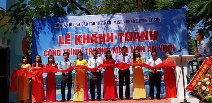 Học sinh, giáo viên TP HCM đóng góp xây trường ở Lý Sơn - Ảnh 1.