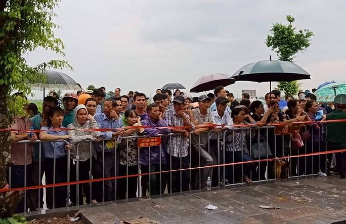 Linh xa Chủ tịch nước Trần Đại Quang về tới quê nhà - Ảnh 8.