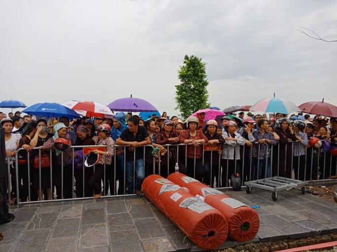 Linh xa Chủ tịch nước Trần Đại Quang về tới quê nhà - Ảnh 14.