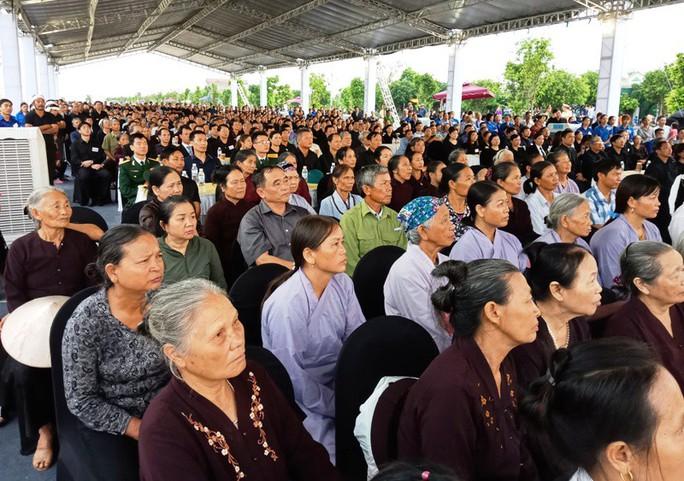 Người dân quê nhà rơi lệ xem Lễ truy điệu Chủ tịch nước Trần Đại Quang - Ảnh 1.