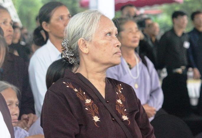 Người dân quê nhà rơi lệ xem Lễ truy điệu Chủ tịch nước Trần Đại Quang - Ảnh 8.