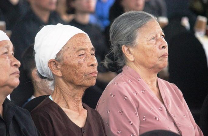 Người dân quê nhà rơi lệ xem Lễ truy điệu Chủ tịch nước Trần Đại Quang - Ảnh 5.