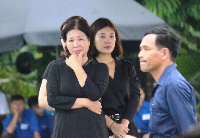 Người dân quê nhà rơi lệ xem Lễ truy điệu Chủ tịch nước Trần Đại Quang - Ảnh 13.