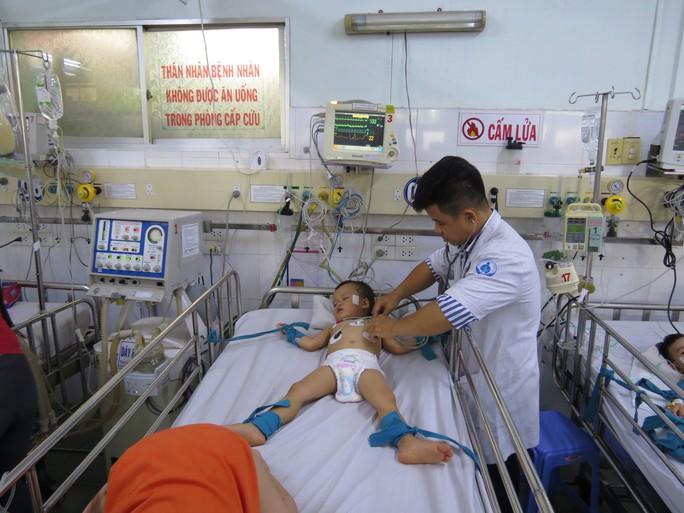 Hàng trăm trẻ nhập viện vì bệnh tay chân miệng - Ảnh 3.