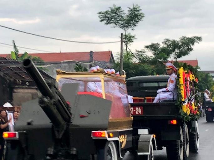 Linh xa Chủ tịch nước Trần Đại Quang về tới quê nhà - Ảnh 1.
