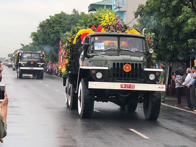 Linh xa Chủ tịch nước Trần Đại Quang về tới quê nhà - Ảnh 2.