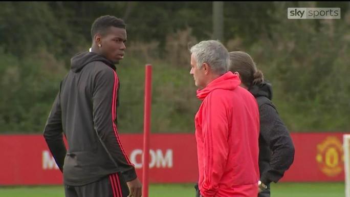 Sừng sộ với Mourinho trên sân tập, Pogba bị chỉ trích - Ảnh 1.