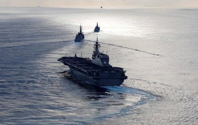 Tàu chiến Anh tập trận với Nhật trước khi đến biển Đông - Ảnh 2.