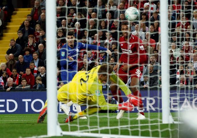 Hazard toả sáng, Chelsea ngược dòng loại Liverpool tại League Cup - Ảnh 3.